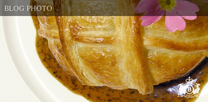 京橋フレンチイタリアン東京バルバリうずらとフォアグラのパイ包焼きマディラソース