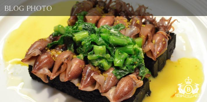 京橋フレンチイタリアン居酒屋東京バルバリホタルイカと菜の花のフォンドゥータサフラン風味イカスミのクルトンと共に